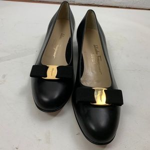 Salvatore Ferragamo Boutique Black  Vara Pumps